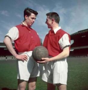 Cum se fabrica o minge de fotbal în 1956