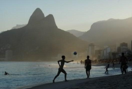 Fotbal pe plaja Ipanema