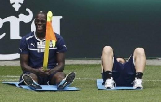 Balotelli+flag+pole