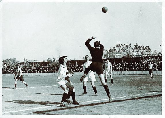 Istoria fotbalului românesc (VI): Carmen Bucureşti şi a doua teorie a genezei