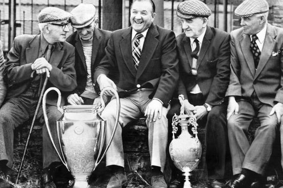 Bob-Paisley-former-manager-of-Liverpool-FC-1977with-the-European-Cup-and-the-Football-League-Championship-Trophy-4712674