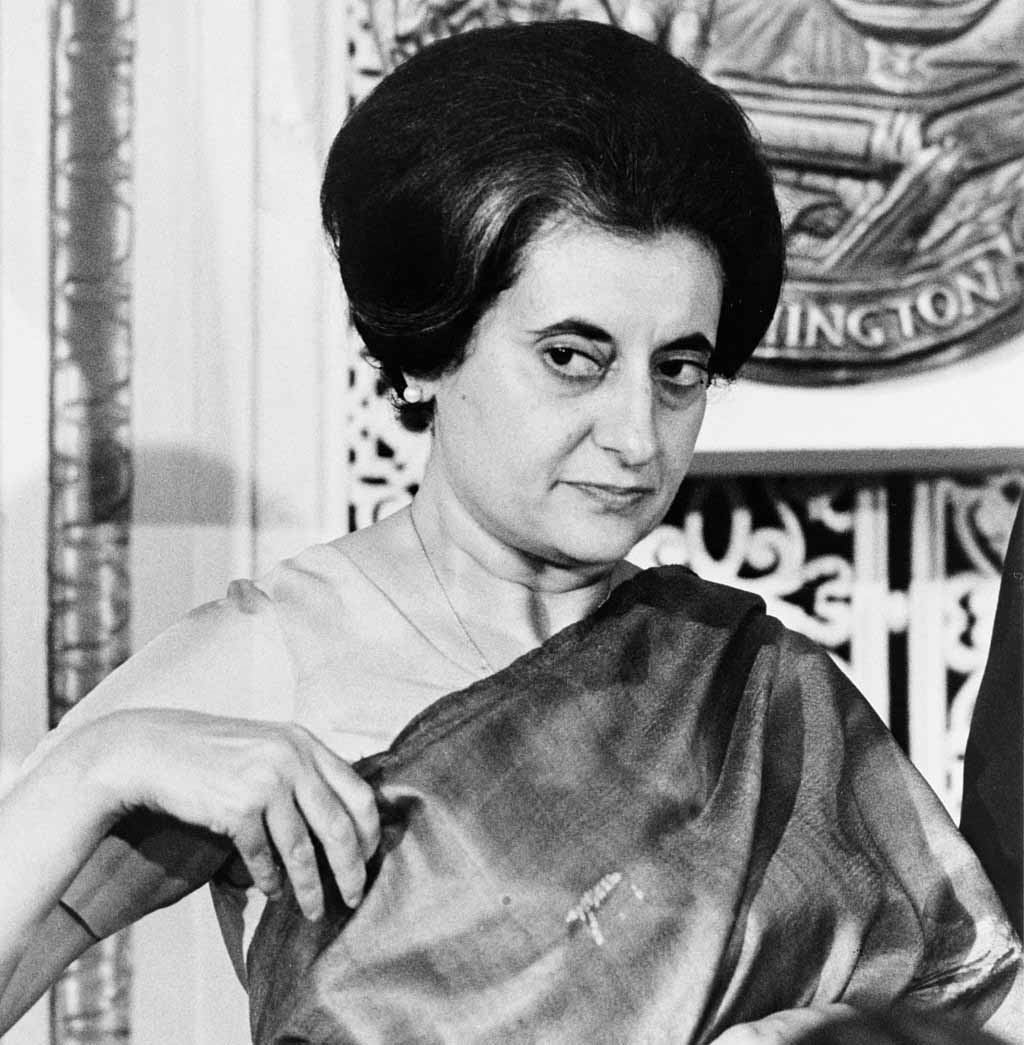 Indira Gandhi despre pumnul strâns