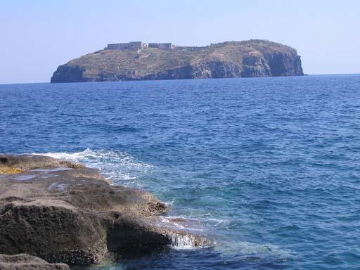 Cimitir de 5 nave romane descoperit în Marea Tireniană