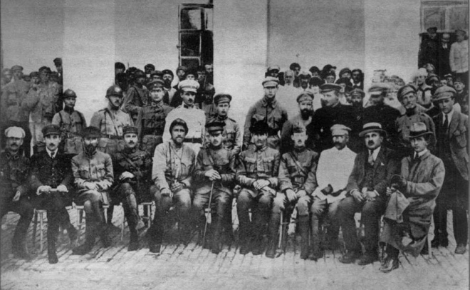 Командний склад армії УНР, урядовці та представники місії Антанти. Серпень 1919 р.