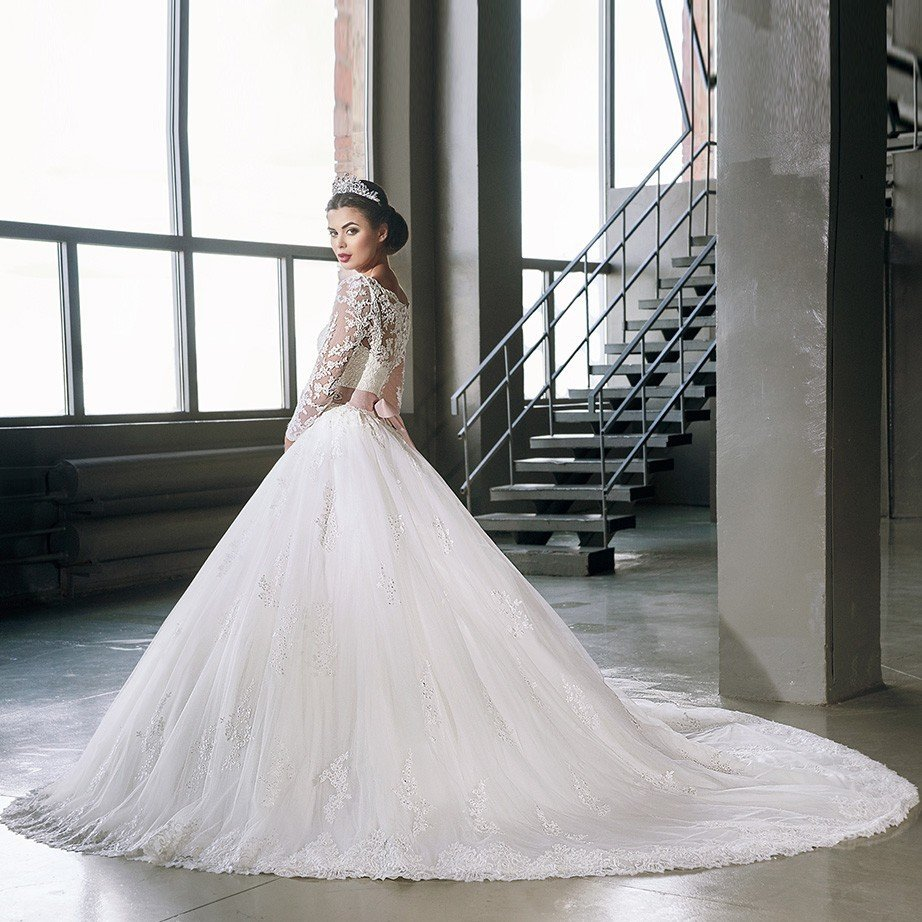Ball Gown Wedding Dress With Lace Long Train For Sale
