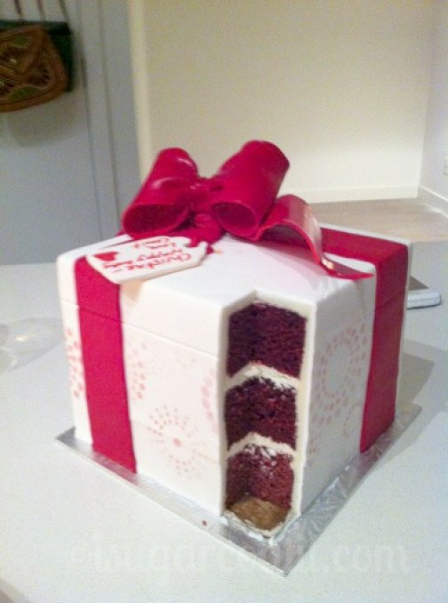 Red Velvet & White Chocolate Gift Cake
