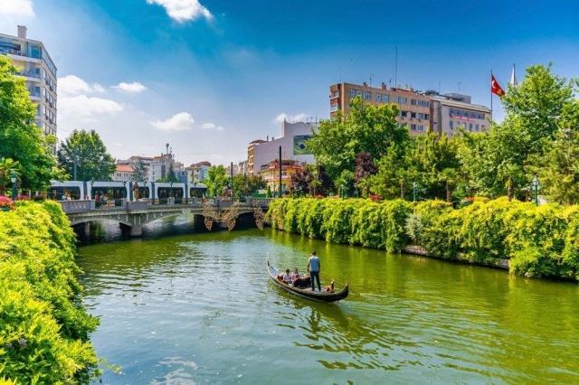Türkiye'den hangi şehirler var? En güvenli şehirler sıralamasında Eskişehir'in 82.42 puanla 8'inci olduğu listede, Antalya 72.83 puanla 61'nci. Listede Türkiye'de yer alan şehirler ve puanları şöyle: 8. sırada: Eskişehir (82.42) 61. sırada Antalya (72.83) 74. sırada Bursa (72.00) 77. sırada İzmir (71.74) 182. sırada Ankara (60.31) 263. sırada İstanbul (52.50) Fransız şehirleri sonlarda