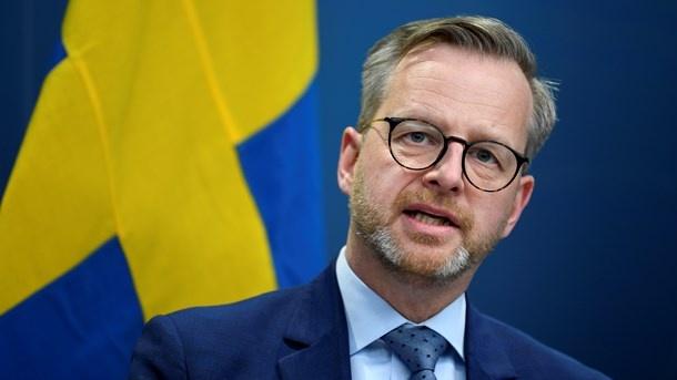 """""""Yakın gelecekte daha fazla bilgi vereceğiz"""" denildi. Bugün erken saatlerde, İsveç Halk Sağlığı Kurumu, Norveç'ten İsveç'e girişlerde covid-19 testi gerektiğini ve bir hafta boyunca evde kendilerini izole etmeleri gerektiğini açıklamıştı. Öteyandan bugüne kadar İsveç'te de 55 İngiliz varyantı vakası bulundu."""