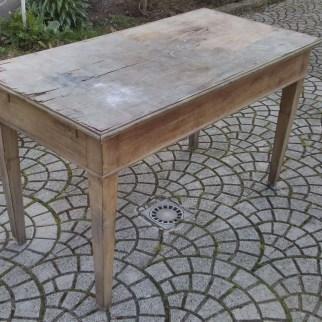 2. Immagini del restyling di un tavolo allungabile in abete massello