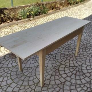 5. Immagini del restyling di un tavolo allungabile in abete massello
