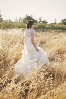 Beautiful Wedding dresses see bridal style photos A-line, Princess, Sheath, Empire , Strapless or Lace Wedding Dresses. We've rounded wedding dresses photos,Vera Wang wedding dresses