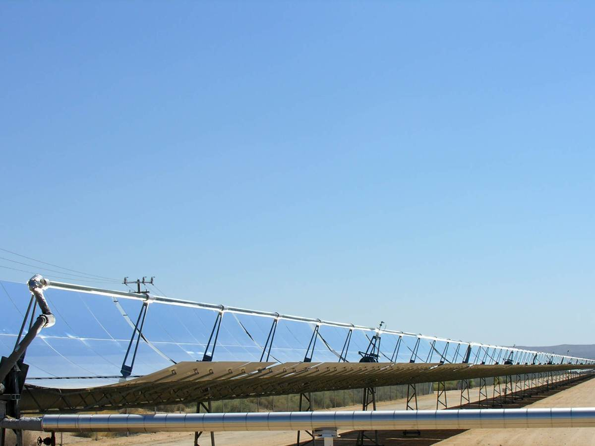 parabolic_trough_solar_thermal_electric_power_plant_1 - Ital Engineering - Impianti Fotovoltaici