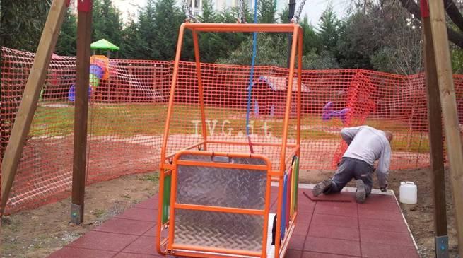 Borghetto (Sv) installata una altalena per disabili a Parco Collodi