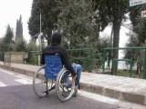 disabile marciapiede480x360 - Nuoto Paralimpico, bronzo a Glasgow per Giulia Ghiretti e oro per Federico Morlacchi