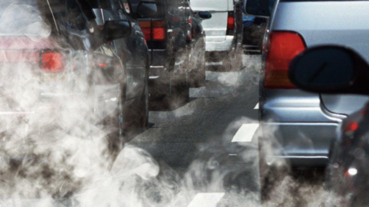 Risultati immagini per camminare nello smog