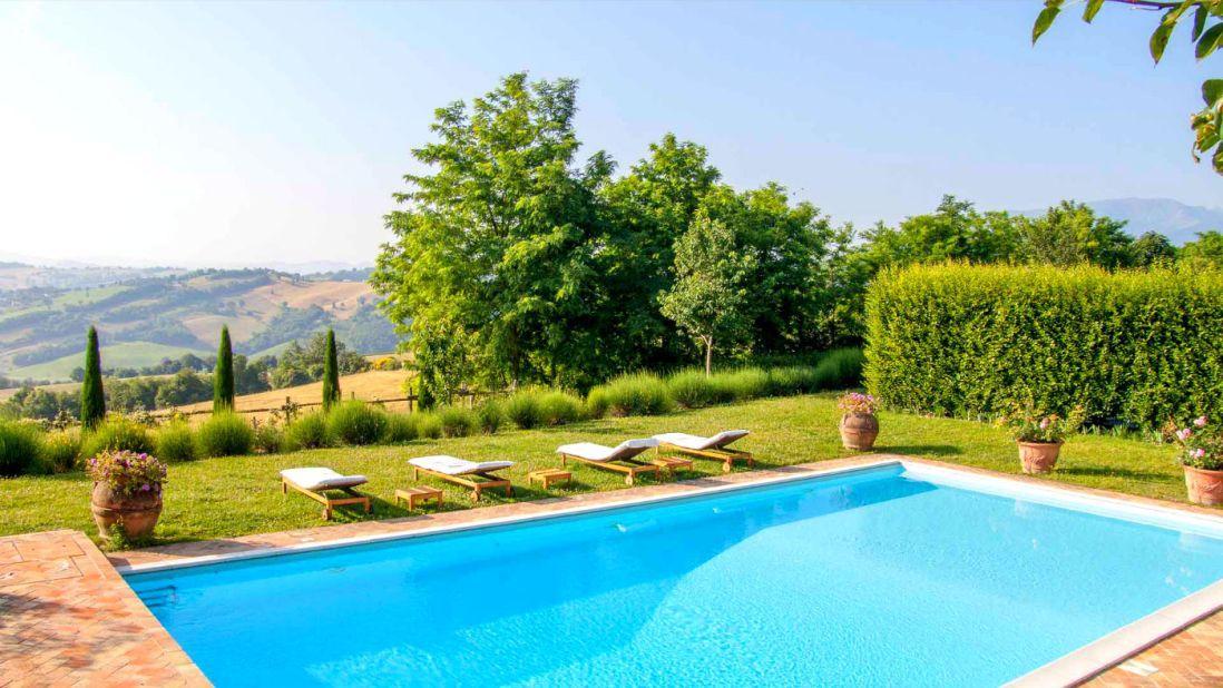 villa tennisbaan zwembad le marche