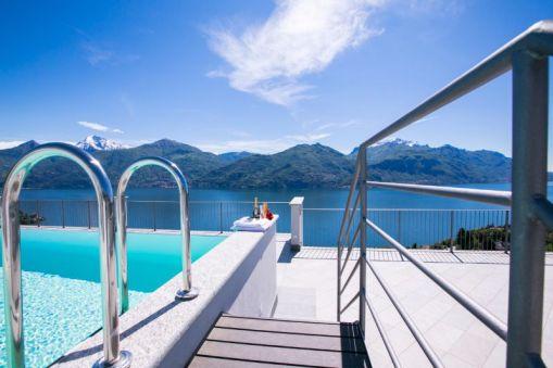 Zwembad met uitzicht op het Comomeer