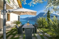 2Prive-tuin met uitzicht op het Comomeer