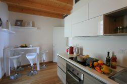 Volledig uitgeruste keuken met afwasmachine