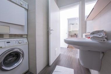 Appartement Dalia 2 | Badkamer met douche en wasmachine