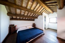 Appartement Giglio | Slaapkamer 2 met 2-persoonsbed op de vide