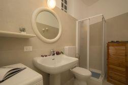 Badkamer met douche
