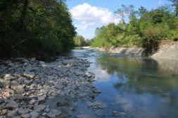 Naast het huis loopt een riviertje waar je kunt vissen en spelen