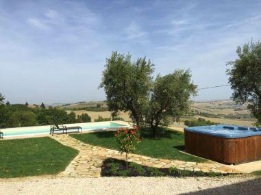 Ttuin met prive-zwembad en jacuzzi met fantastisch uitzicht