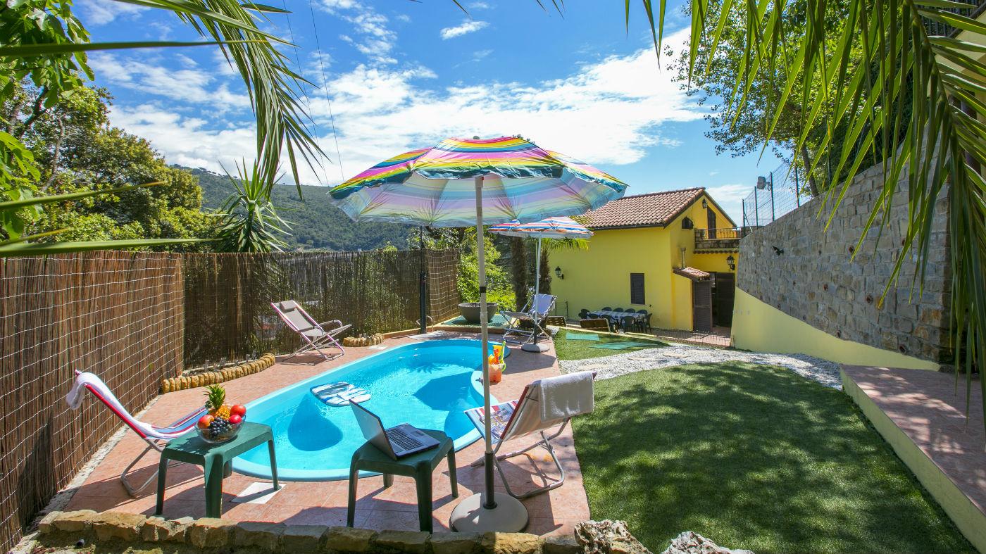 Ligurie vakantiehuis met prive zwembad op 10 minuten van for Vakantiehuisjes met prive zwembad