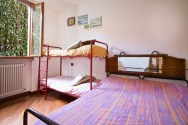 Slaapkamer 2 met stapelbed en 1-persoonsbed