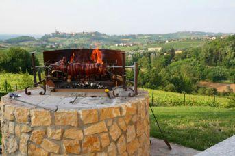 Restaurant met terras met uitzicht over de heuvels