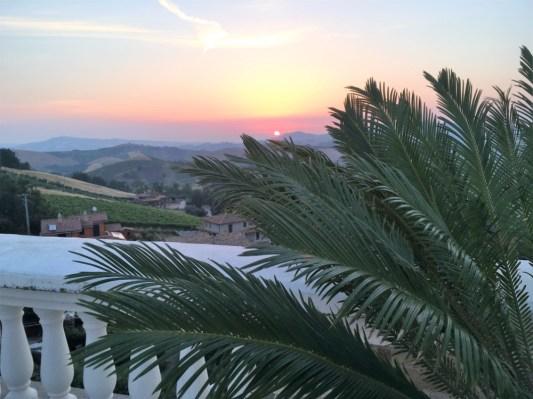 Dakterras (gemeenschappelijk) met uitzicht op het dorp en de heuvels