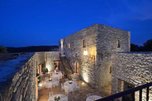 Het kasteel op het terrein van de agriturismo waar in het hoogseizoen een diner wordt gegeven voor de gasten