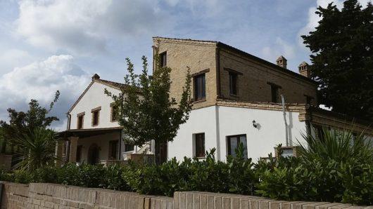De agriturismo met de appartementen Menta, Malva en Anice op de begane grond en Liquiriza en Iperico op de eerste verdieping