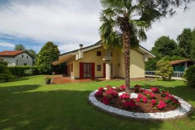 De villa met grote prive-tuin