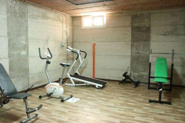 Fitnessruimte in de kelder