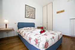 Slaapkamer 2 met groot 1-persoonsbed