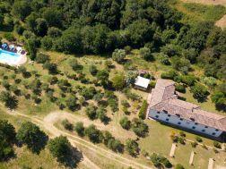 De villa met de grote tuin en het prive-zwembad