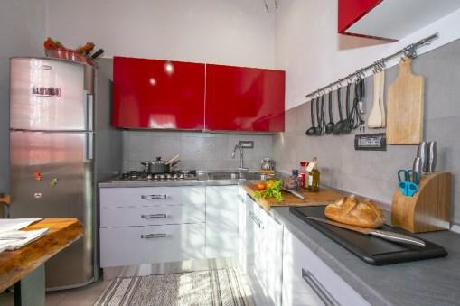 Volledig uitgeruste keuken met ontbijtbar