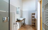Badkamer met douche huis 1