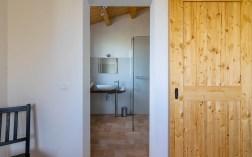 Slaapkamer met en-suite badkamer huis 1