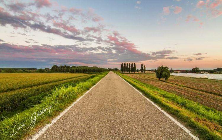 ItaliaInPiega-pianura-padana-strada1