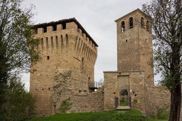 italiainpiega-pieghe-meravigliose-itinerari-moto-nord-italia-castello-sarzano