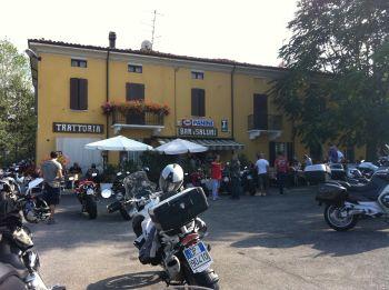 italiainpiega-pieghe-meravigliose-itinerari-moto-nord-italia-il-profumo-del-prosciutto crudo-di-parma-passo della cisa 2