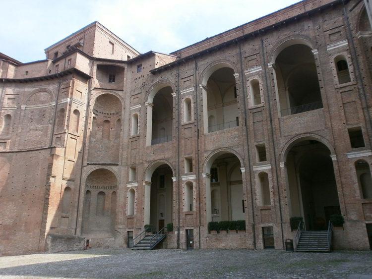 italiainpiega-pieghe meravigliose-itinerari moto pianura padana-dominio visconteo-piacenza-palazzo farnese