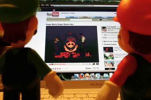YouTube MacBook 001 Steve Jobs: Blu ray su Mac? YouTube adesso supporta i video HD