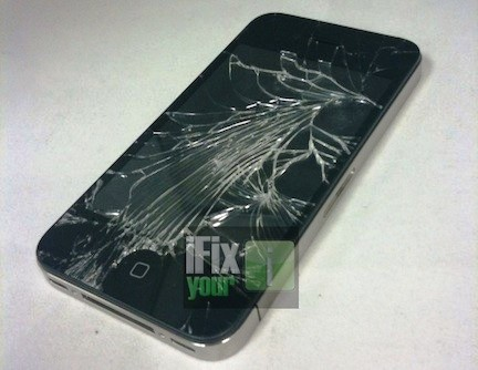 iphone4 iFixyour 001 iFixyouri: iPhone 4 dispone di uno schermo un pò troppo delicato