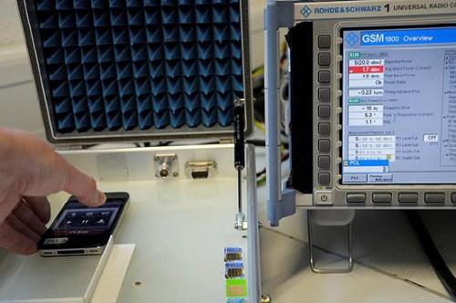 Altroconsumo test iPhone4 001 500x332 Altroconsumo: Nuovi test confermerebbero che il problema di ricezione su iPhone 4 esiste anche in Italia