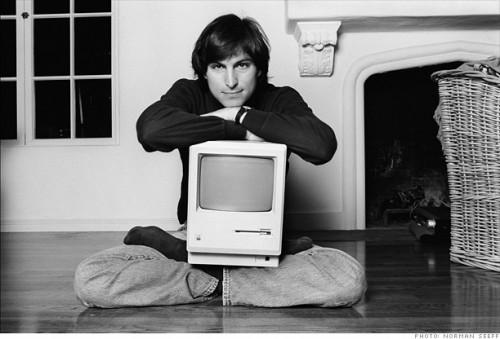 SteveJobs mac0001 500x339 Forbes: Steve Jobs è il 42esimo uomo più ricco degli USA, con 6,1 miliardi di dollari