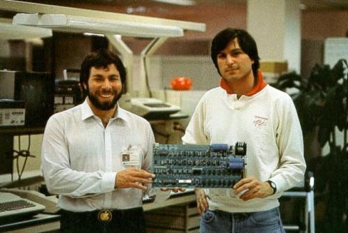 Jobs e Woz AppleI 001 500x334 Apple I venduto per 156 Mila Euro all'imprenditore e collezionista torinese Marco Boglione